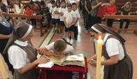 NIños: alumnos de un colegio católico de Melo participaron de la veneración. Foto: N. Araújo