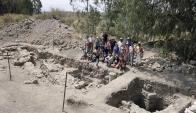 Los arqueólogos en el terreno donde encontraron los restos de Betsadia. Foto: EFE