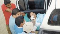 Víctima: Vilma Trujillo, aún con vida, trasladada al hospital. Foto: Diario La Prensa