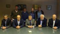 Fabián Coito y su cuerpo técnico extendieron su vínculo con la AUF. Foto: @Uruguay