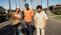Snowfall: Franklin (centro)  junto a sus amigos, quienes comienzan a vender crack. Foto: Difusión