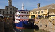 El remolcador en el astillero naval, el día de su botadura en 2013.