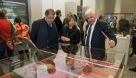 Visitantes de la exposición en Rusia observan las reliquias. Foto: Facundo De Almeida