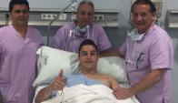 Federico Ricca demostrando que la operación fue un éxito. Foto: Prensa Málaga