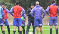 Defensor Sporting entrenó en el Complejo Pichincha. Foto: Ariel Colmegna