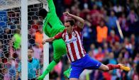 Diego Godín pesa en las dos áreas y ha hecho goles decisivos. Foto: AFP