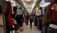 Mujer de compras. Foto: Reuters