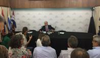 Tabaré Aguerre en conferencia de prensa. Foto: El País.