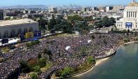 El público en las calles de Oakland para el festejo de los Warriors. Foto: AFP