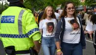 Fans de Ariana Grande llegan al concierto. Foto: AFP