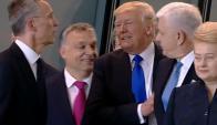 Donald Trump empuja a ministro en cumbre de la OTAN. Foto. Captura de Youtube