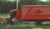Así quedan los camiones cuando chocan contra el HT-2 Matador. Foto: Captura