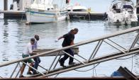 Salvador: los rescatistas regresan con los cuerpos de algunas de la victimas. Foto: AFP