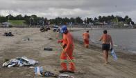 60 personas trabajaron en la limpieza de las playas. Foto: F. Flores