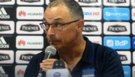 Alfredo Arias dijo que está firme en Emelec y que confía en sus futbolistas. Foto: Prensa Emelec