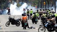 El cardenal Urosa pidió a Maduro que no ampare a bandas de civiles armados. Foto: Reuters
