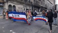 Trabajadores se reúnen en la Dinatra. Foto: El País