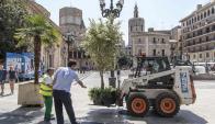 Valencia instala obstáculos de seguridad en zonas peatonales. Foto: EFE