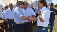 Saludo: el senador Besozzi se encontró ayer con Lacalle Pou. Foto: Daniel Rojas