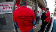 Judiciales ocupan desde ayer el edificio de Juan Carlos Gómez. Foto: Fernando Ponzetto.
