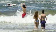 El calor llevó a que muchos bajen a la playa en Maldonado y Rocha. Foto: R. Figueredo