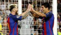 Messi y Suárez festejan un gol del Barcelona. Foto: EFE