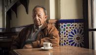 Blas Jaime, durante la filmación que se realizó en el bar Montevideo Sur.