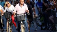 Gana: Emmanuel Macron y su señora Brigitte, de paseo. Foto: Reuters