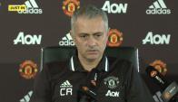 José Mourinho con un homenaje a Claudio Ranieri en su remera.