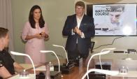 Experiencia. Ferreira y Stolovas durante el encuentro con clientes en Punta. (Gentileza Chronos)