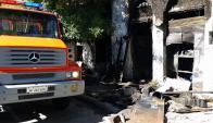Incendio en mueblería del barrio Cordón. Foto: Ariel Colmegna.