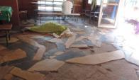 Una persona durmiendo en el piso en Aldeas de la Bondad. Foto: inddhh.gub.uy
