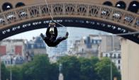 Tirolesa en París. Foto: Reuters