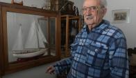 Carlos Costa: con 88 años, recuerda las peripecias de navegar. Foto: Ariel Colmegna