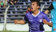 Gonzalo Bueno festejando el gol de Defensor Sporting. Foto: Fernando Ponzetto