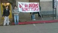 Protesta de estudiantes frente al liceo N° 1 de Salto. Foto: Emilio Lima / Facebook.