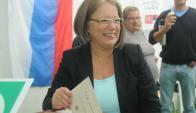 Mónica Xavier votó de mañana en La Teja. Foto: Francisco Flores.