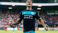 Gastón Pereiro festeja su gol para el PSV. Foto: @psveindhoven