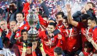 Los jugadores de Chile levantan su primera Copa América. Foto: Reuters.