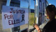 Protesta por muerte de jovenes en incendio de la empresa Meteoro. Foto: F. Ponzetto