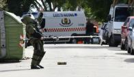 Unidad antibombas del Ejército trabajando en la zona. Foto: Marcelo Bonjour
