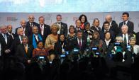 Premios Nobel de la Paz durante la ceremonia de apertura. Foto: AFP