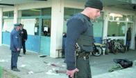 El asalto al BPS en 1998 donde dos policías y un bancario fueron baleados. Foto: Archivo
