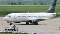 Avion de Alas U en el Aeropuerto de Carrasco. Foto: A. Colmegna