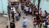 La policía retira el cuerpo de un hombre asesinado en la capital del estado de Espirito Santo. Foto: Reuters
