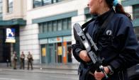 Efectivos policiales patrullan Bruselas. Foto: Reuters