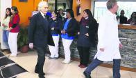 José Carreras de visita, en la tarde de ayer, en el Hemocentro de Maldonado. Foto: R. Figueredo