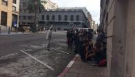 Manifestantes de La Solidaria frente al juzgado de Bartolomé Mitre.Foto: El País