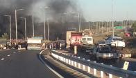 Cortan la Ruta 1 en reclamo de seguridad y justicia por ciclista herido. Foto: El País