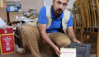 Ali Abdel Gani coordina la campaña por los libros. Foto: EFE